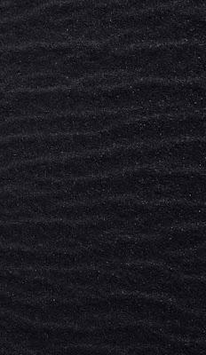 رمال سوداء اللون
