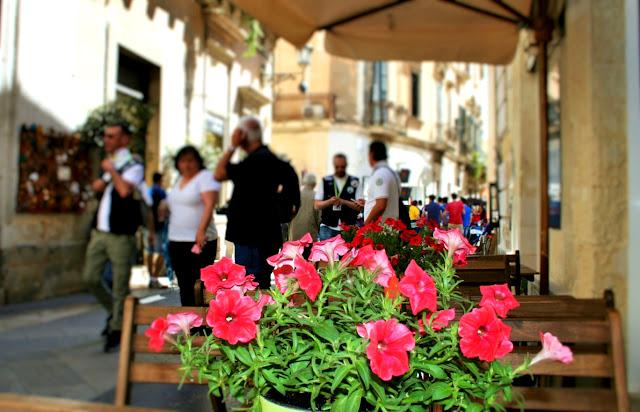 fiori, borgo antico, vie antiche
