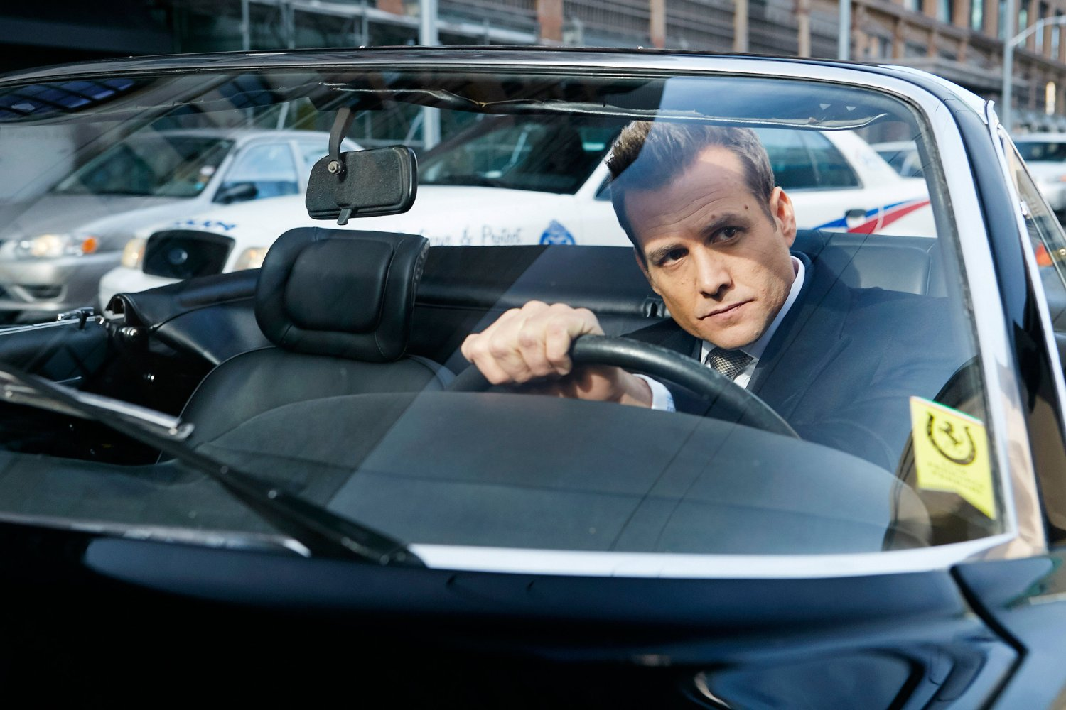 Harvey Specter en el episodio 7x01 de Suits