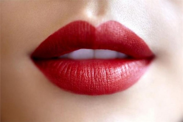 3 Kosmetik yang Bisa Digunakan Untuk Membuat Bibir Terlihat Lebih Merona