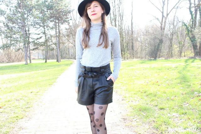 Le short en simili cuir noir