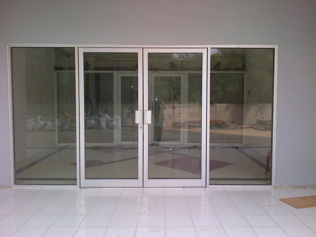 harga pintu kaca frameless