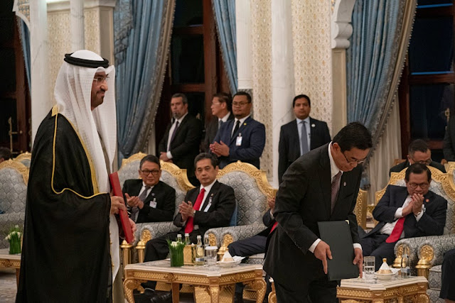 Image Attribute: ABU DHABI, UNITED ARAB EMIRATES - January 12, 2020: HE Dr. Sultan Ahmed Al Jaber, UAE Minister of State, Chairman of Masdar and CEO of ADNOC Group (L), participates in an MOU exchange ceremony during a reception for HE Joko Widodo, President of Indonesia (not shown), at Qasr Al Watan. / Source: Hamad Al Kaabi / Ministry of Presidential Affairs