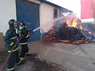Empresa é atingida por incêndio