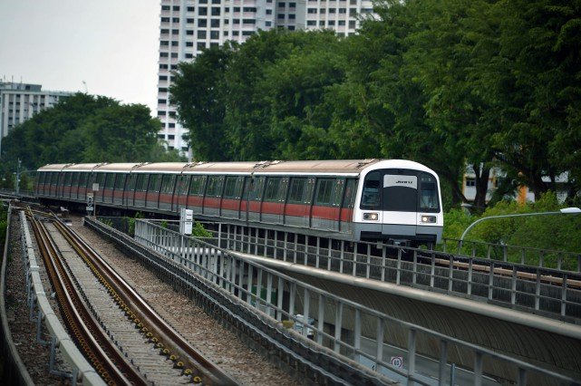 SMRT train approaching the Ang Mo Kio MRT station.