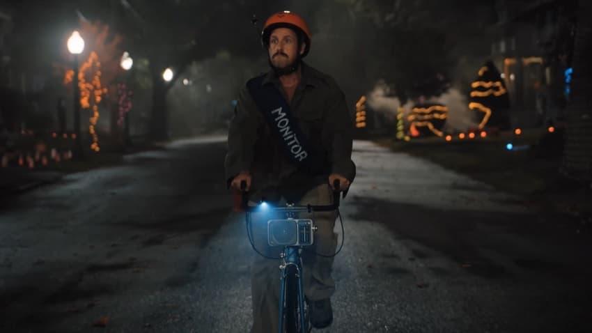 Netflix показал новый трейлер комедии «Хэллоуин Хьюби» с Адамом Сэндлером