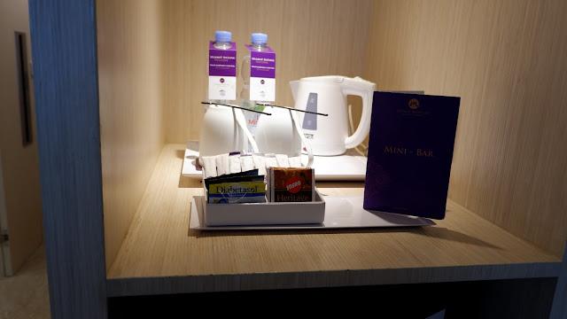 mini bar di hotel grand mercure ada kopi teh gula air mineral