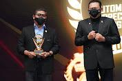 Dankodiklatad, Letjen TNI AM. Putranto, S.Sos. terima penghargaan Indonesian Automotive Figure dari IMI