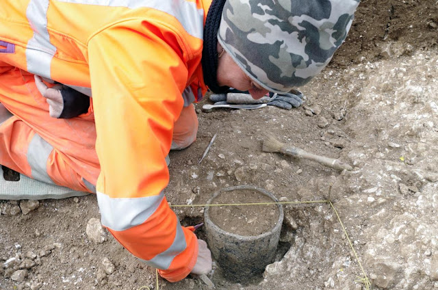 Neolithic graves unearthed at Stonehenge tunnel site