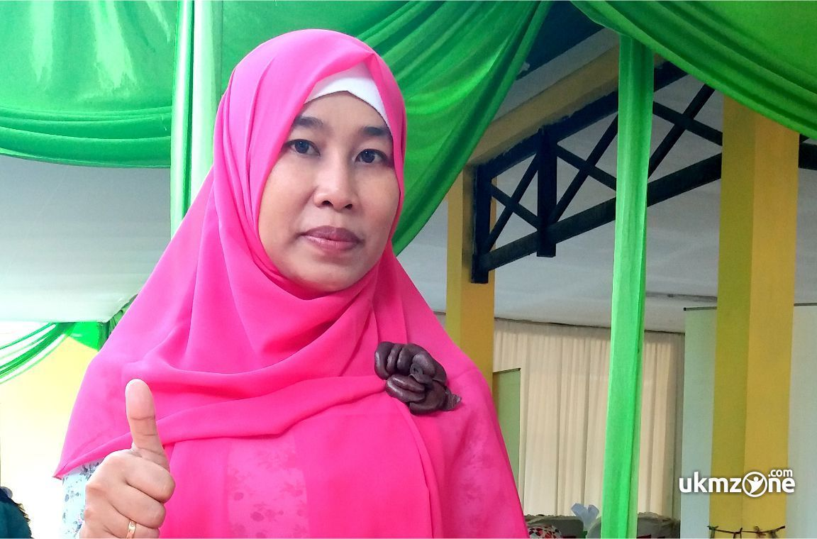 Ibu Rini Rahayu pemilik usaha kuliner Depok ayam KeFreC | UKM Zone