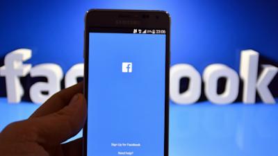 Роскомнадзор снова пригрозил заблокировать Facebook