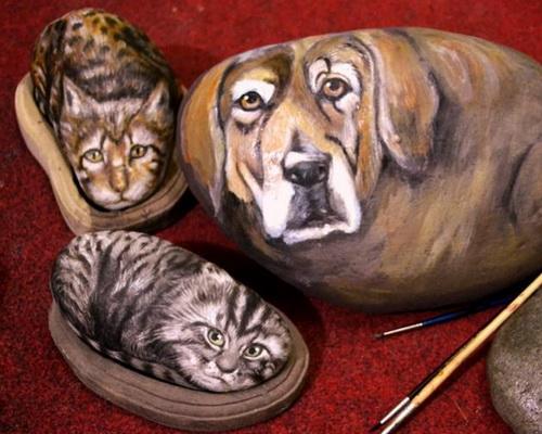 www.Tinuku.com Purba Art Stone studio use river blondos stone as canvas into magic rock painting art