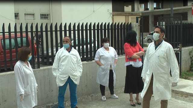 Health workers protest in Durrës, demanding rewards from the war with Covid-19