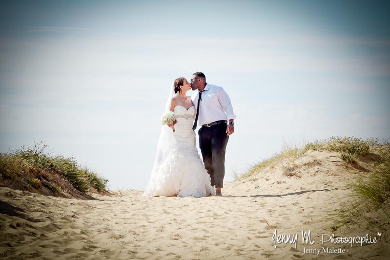 photo mariés dans les dunes