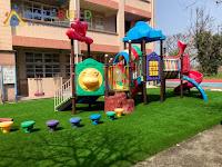 遊戲場鋪設人工草皮