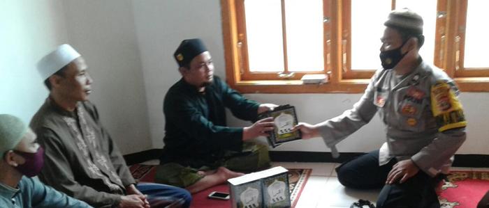 Dorong Generasi Muda Belajar Mengaji, Brigadir Herjunaidi Bantu Puluhan Iqra' di TPA