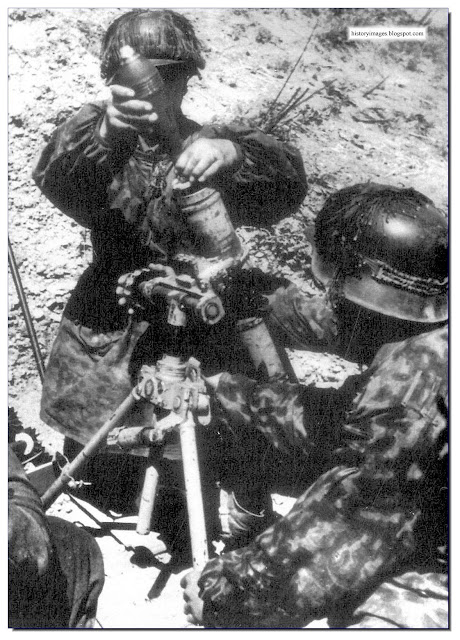 Waffen SS soldiers  80 mm mortar  fighting  Narva