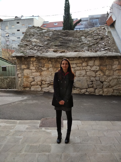 Outfit of the day (Split city and an old stone house)