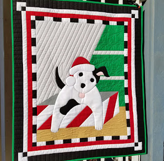 Puppy-Dog-Christmas-QuiltFabrication-Quilt