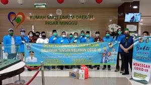 KNPI Bagikan Makanan, Sanitizer dan Masker di RSUD Pasar Minggu