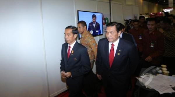 Damai Hari Lubis: Jokowi dan Luhut Binsar Sedang Melawan Takdir
