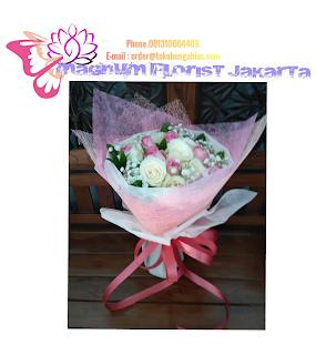 Bunga-Mawar-Pink-Buket-Tangan-Magnum-Florist-05
