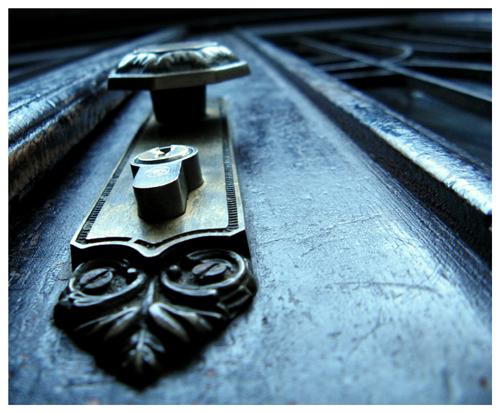 close_the_door_by_ze