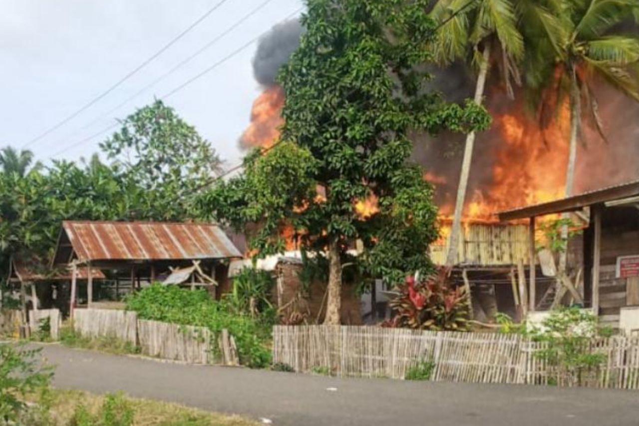 Pemilik Ngopi di Rumah Tetangga, Rumah Warga di Libureng Bone Ludes Terbakar