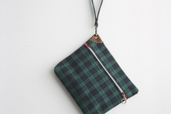 Zippered Pouch with Wrist Strap - Sew DIY Tutorial