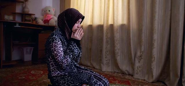 Tidak Diterima Sholat Seorang Istri Walaupun Rajin, Jika Masih Melakukan ini Pada Suaminya