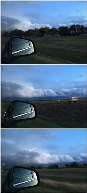 Landschaft aus dem Auto heraus gesehen