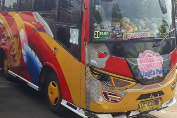 Kecelakaan Mio VS Mikrobus Di Jalan Purwrejo-Magelang Merengut Dua Nyawa