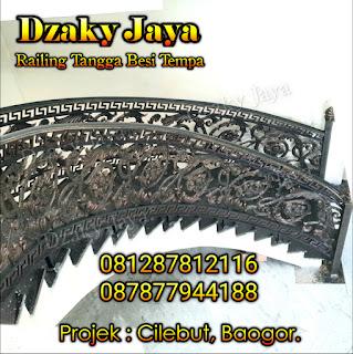 Contoh railing tangga besi tempa klasik proyek rumah mewah klasik di Cilebut, Bogor.