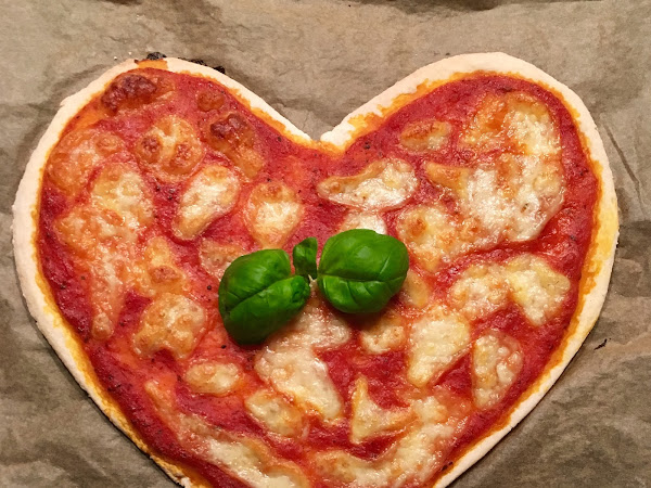 glutenfreie Pizza in Herzform