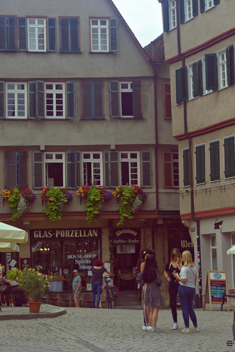 Am Rand des Tübinger Marktplatzes
