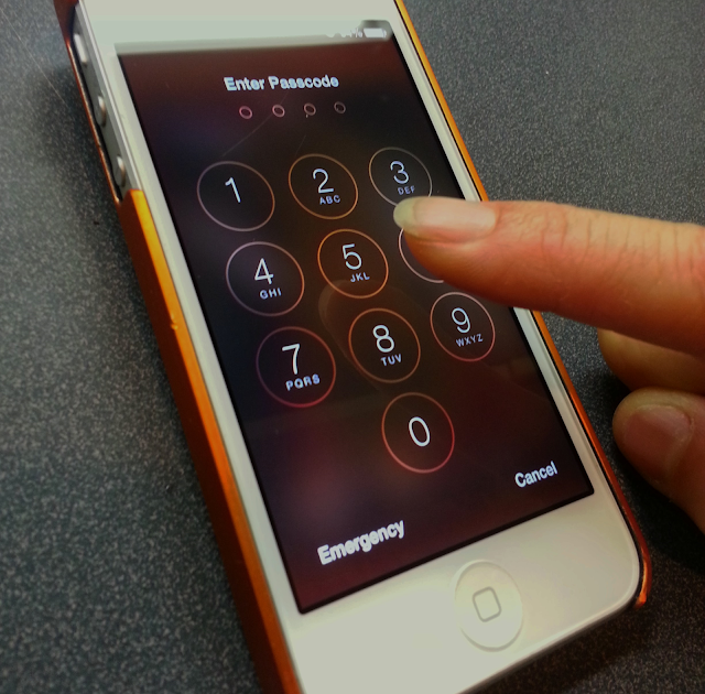 Another iPhone lockscreen bypass vulnerability found in iOS 7.02