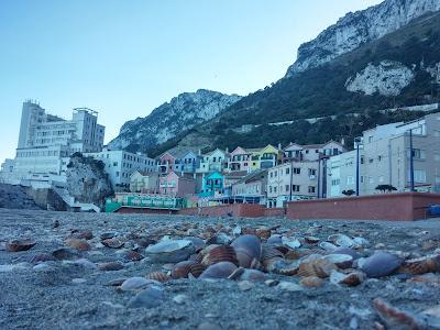 Plaża od strony wschodniej na Gibraltarze
