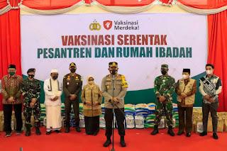 Ribuan Santri dan Pengurus Ponpes di Jombang Ikuti Vaksinasi Serentak yang Dipantau Presiden Joko Widodo