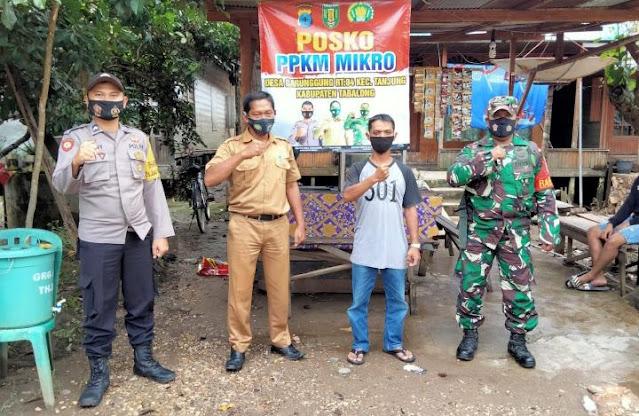 Babinsa Desa Garunggung Tabalong Bantu Pembuatan Enam Pos PPKM tingkat RT