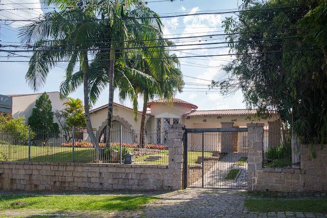 Casa na Rua Bruno Filgueira com ornamento de ferro