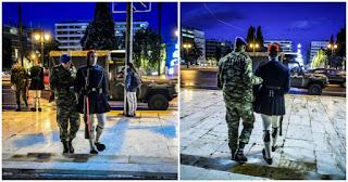 Με τζιπ η αλλαγή φρουράς στον Άγνωστο Στρατιώτη – Εικόνες που συγκινούν όλους τους Έλληνες