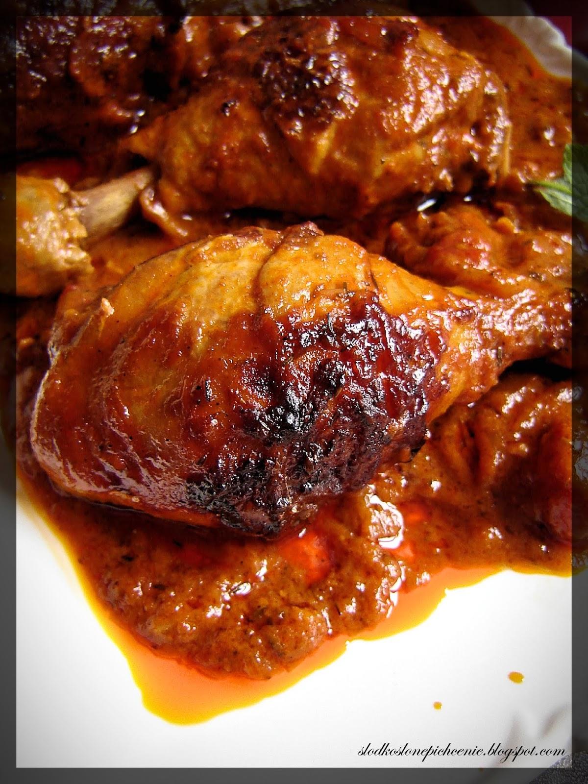 Podudzia kurczaka pieczone w sosie pomidorowym