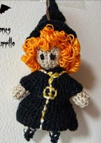 http://creacionesbatiburrillo.blogspot.com.es/2014/10/brujilla-y-calabaza-amigurimis.html