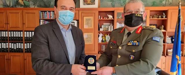 Τρίκαλα: Επίσκεψη νέου Διοικητή ΣΜΥ στο Δήμαρχο