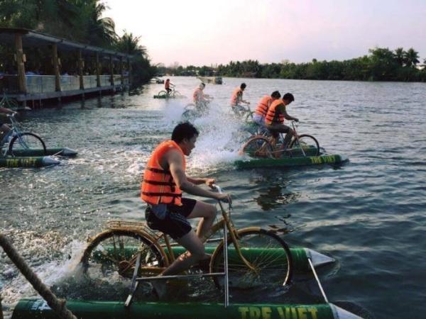 Suggest 7 tourist destinations in Ho Chi Minh City