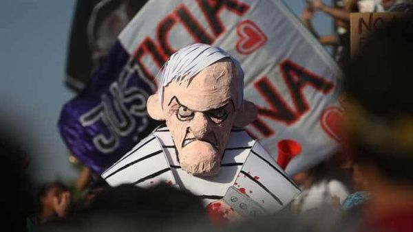 Aprobación de Sebastián Piñera llega a un mínimo de 9 % en Chile