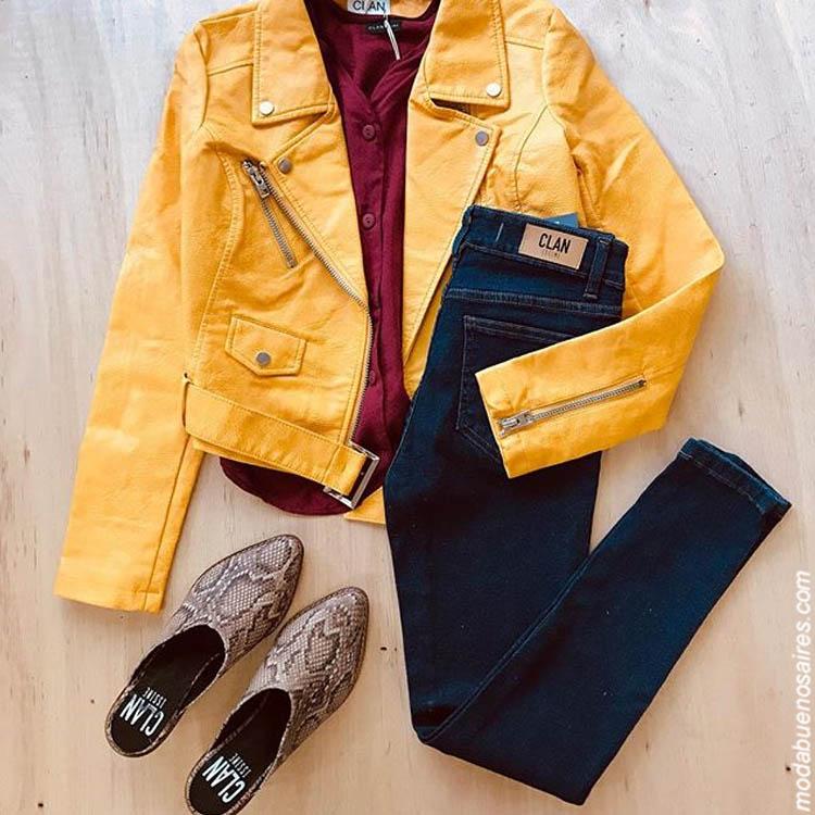Moda invierno 2019: Look urbano mujer Campera Mark $3.999, Blusa Botton $1.099, Jean $1.399, Slippers Reptil $2.199.