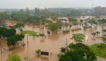 A foto mostra a região metropolitana debaixo da água.
