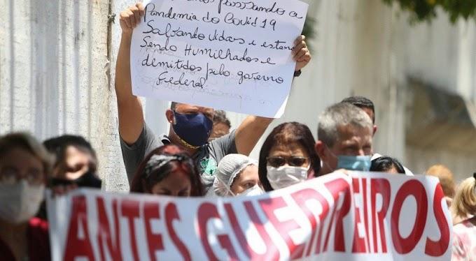 Agentes de saúde protestam contra remoções de profissionais da rede federal.
