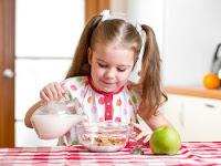 5 Tips Kreatif  Agar Anak Menyukai Minum Susu